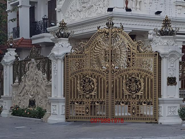 cổng nhôm đúc Chính Sinh